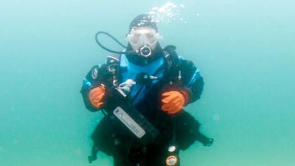 Nurkowanie kobiet w morzu