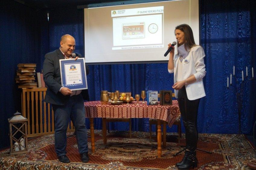 Przekazanie certyfikatu