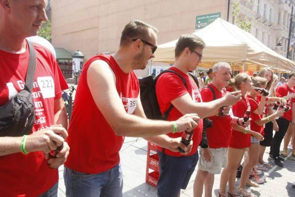 Najwięcej osób otwierających butelki - Rekord Polski