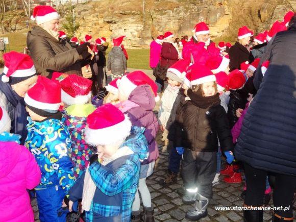 Najwięcej osób w czapkach Mikołaja - Starachowice