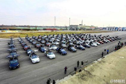 Największa parada samochodów marki Tesla - rekord Guinnessa