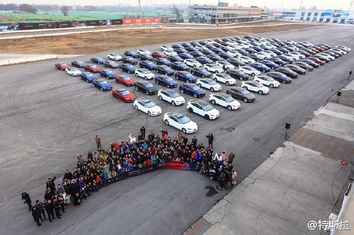 Największa parada samochodów marki Tesla - rekord