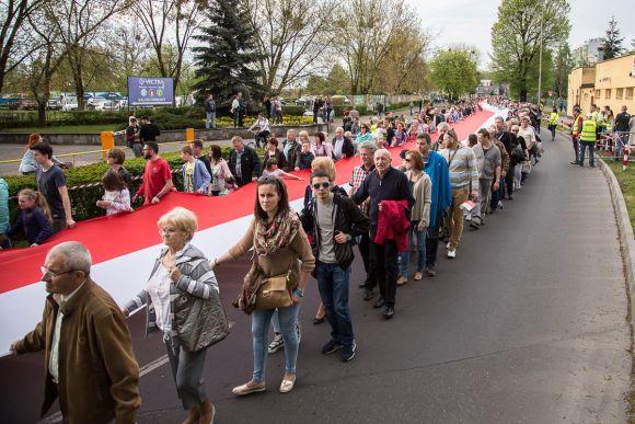 Najwięcej osób niosących flagę jednocześnie - rekord Guinnessa