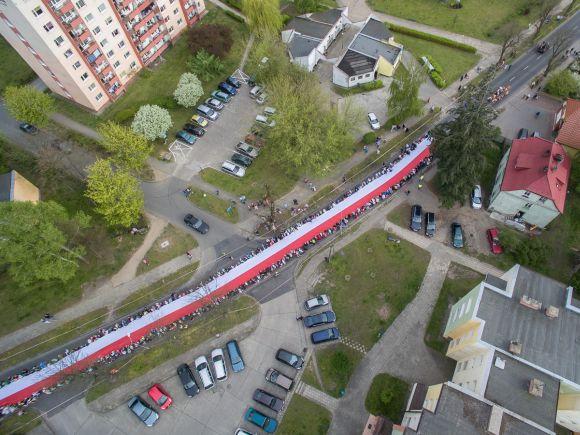 Najwięcej osób niosących flagę jednocześnie - rekord - Piła
