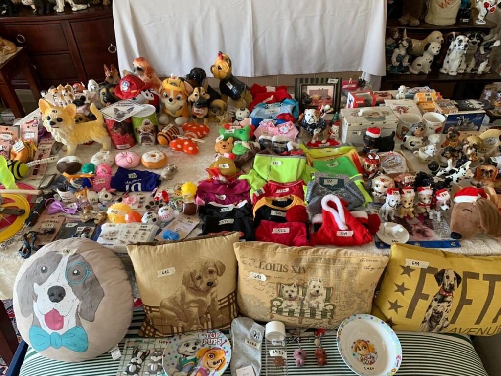 kolekcja-przedmiotow-z-psami-rekord-guinnessa