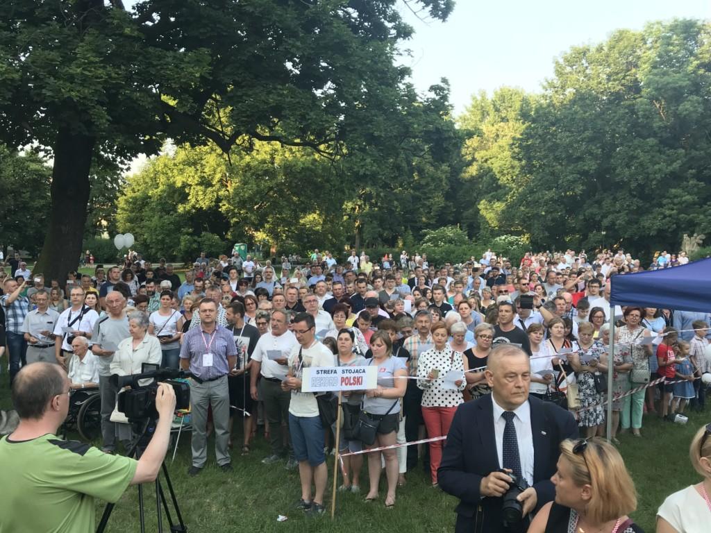 """Najwięcej osób śpiewających """"Rotę"""" - Rekord Polski"""