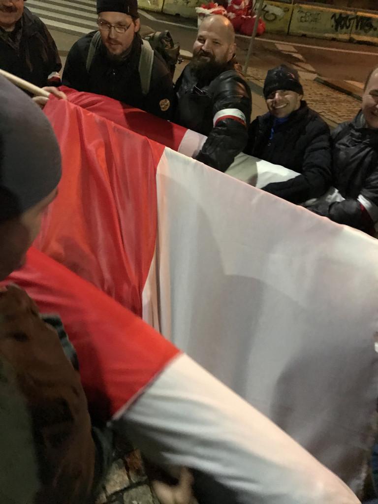 Rozwijanie najdłuższej flagi