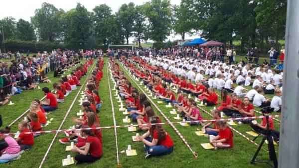 Najwięcej osób grających na kubeczkach jednocześnie