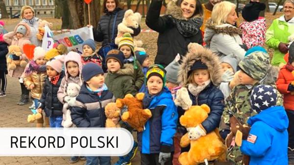 Rekord Polski - przytulanie maskotek