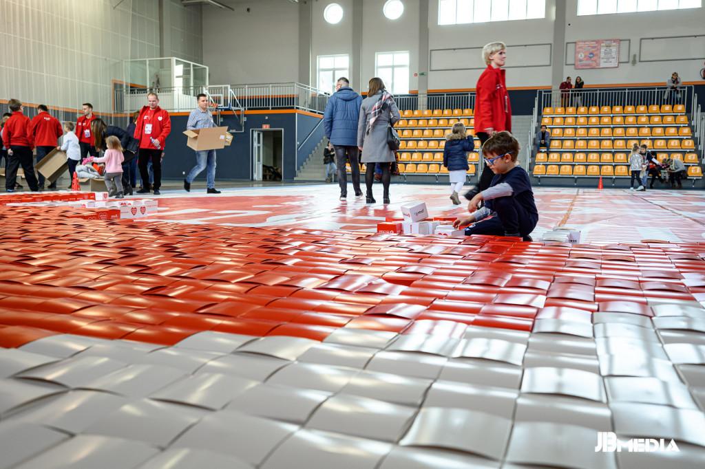 Układanie mozaiki zkartonowych pudełek