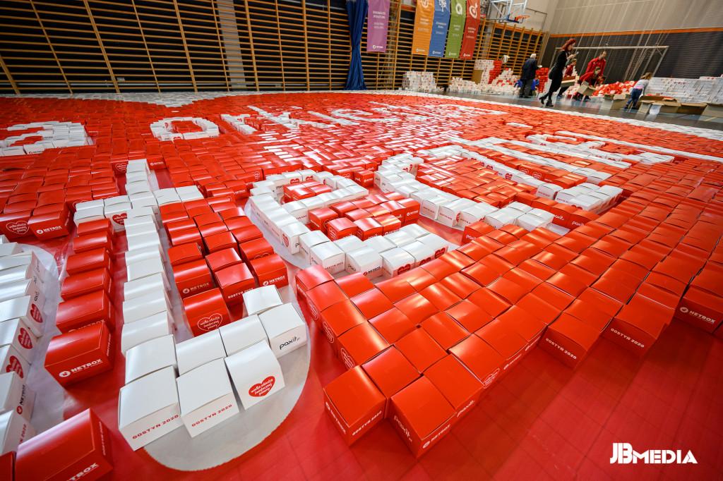 Mozaika zkartonowych pudełek