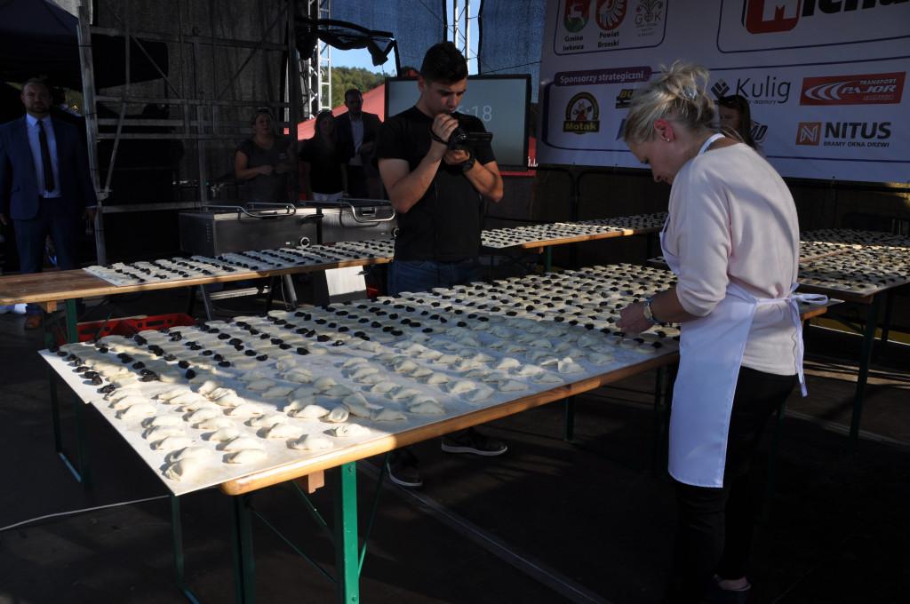 lepienie pierogów naczas - rekord świata
