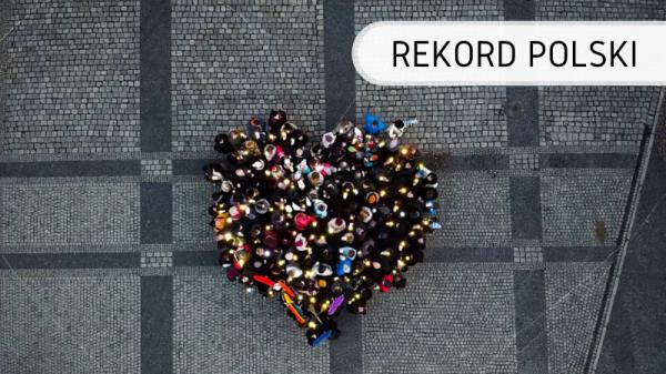 Rekord Polski - serce świecące z ludzi