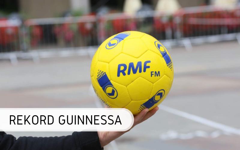 Rekord Guinnessa - Najwięcej osób podbijających piłkę nożną
